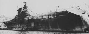 L'Aquila mimetizzata a Genova durante l'allestimento.