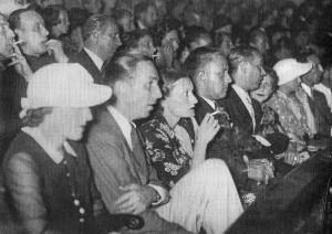 """Roma, cinema Barberini, luglio 1935. Da sinistra: Lillian Disney, Walt Disney, Edda Ciano Mussolini, Galeazzo Ciano. la foto è tratta dal volume """"Disney's Grand Tour"""". (c) Archivi Disney"""