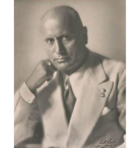Benito Mussolini fotografato da Ghitta Carrel nel 1934