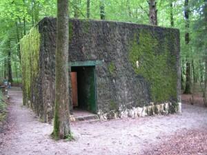 Parte della ricostruzione attuale del complesso dei Quartier Generali germanici in Belgio, dove Hitler rilasciò l'intervista a Wiengand