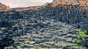 Il Selciato del Gigante in Irlanda, simile alla scala ciclopica degli uomini-talpa