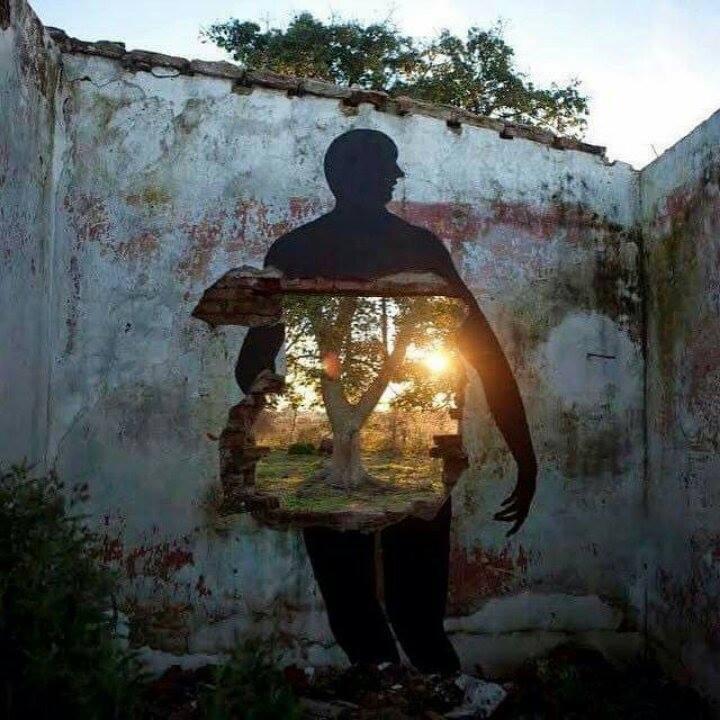 L'uomo, quel gomitolo di carne, piombo e luce – Alessandro Caredda ©