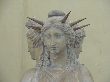 Sulle tracce della Sapienza – a lezione da Angelo Tonelli – Ventiduesima Parte – Ecate, gli Dei Mani e Ade – Dioniso.