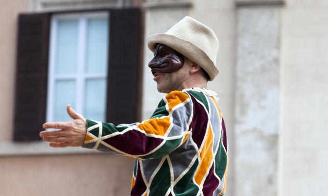 Italia – Arlecchino: servi di tutti i padroni – Roberto Pecchioli