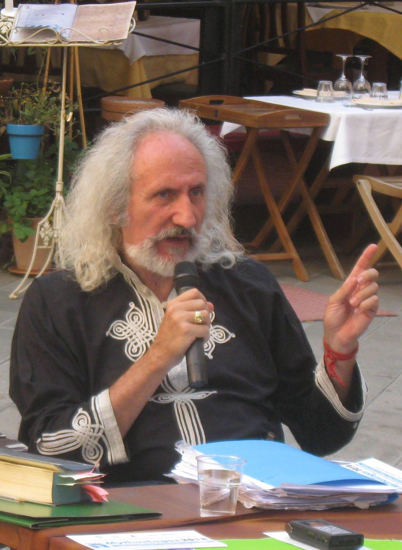 Intervista al grecista Angelo Tonelli,  presidente dell'associazione culturale Arthena – Marco Angella
