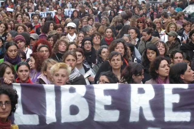 """La marcia della """"donna-uomo"""" versol'""""uguaglianza""""–Claudio Antonelli"""
