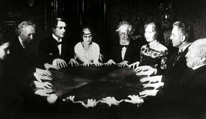 Fenomenologia dello spiritismo secondo Simona Cigliana – Luca Valentini