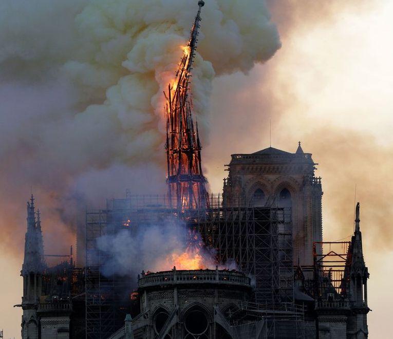 Con Notre-Dame brucia l'Europa – Umberto Bianchi
