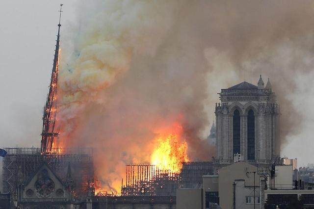 Europa: chiese senza Dio, palazzi senza Re – Roberto Pecchioli
