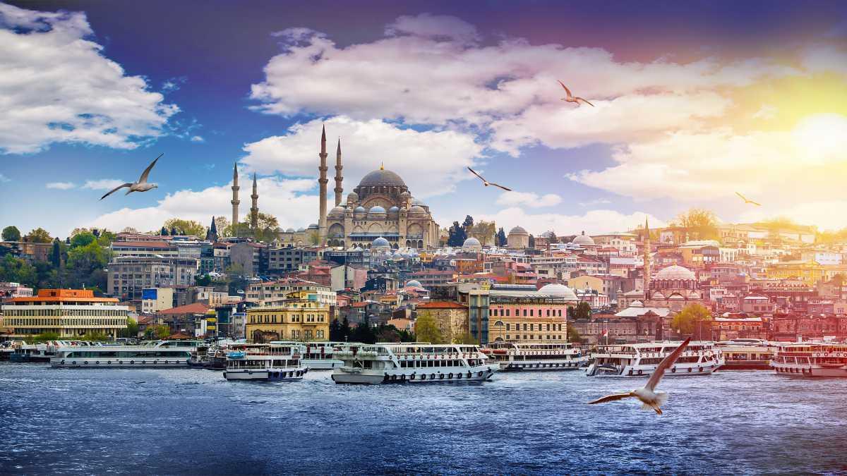 Da Costantinopoli ad Istanbul: continua il mito – Luigi Angelino