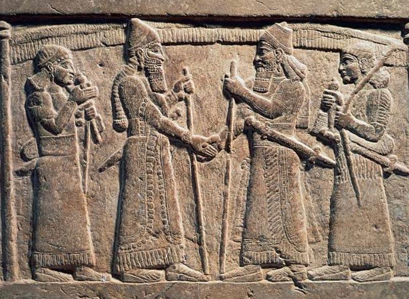 Proibire la stretta di mano significa proibire la Civiltà – Emanuele Franz