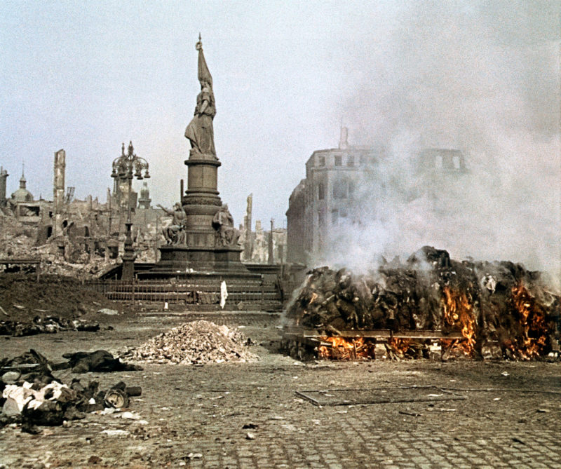 DRESDA – Sguardi dall'Apocalisse. Le fotografie di Richard Peter senior, 1945-1949