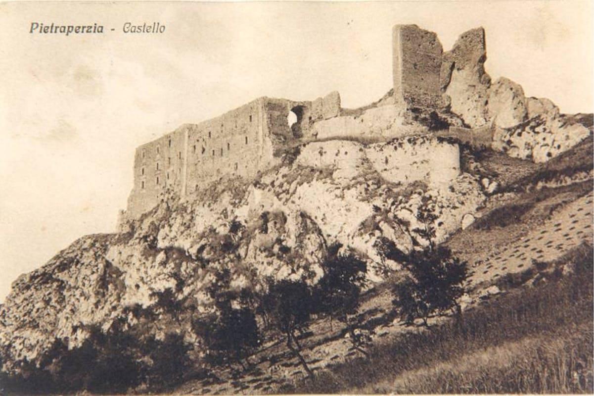 I Barresi di Pietraperzia: l'ascesa di una corte feudale tra Medioevo e Rinascimento – Salvatore Marotta